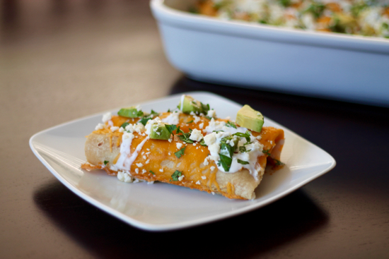 These Healthy Chicken Enchiladas are super easy to make (Hello Crockpot), insanely delicious, completely guilt-free and perfect for leftovers! | sarahnspice.com